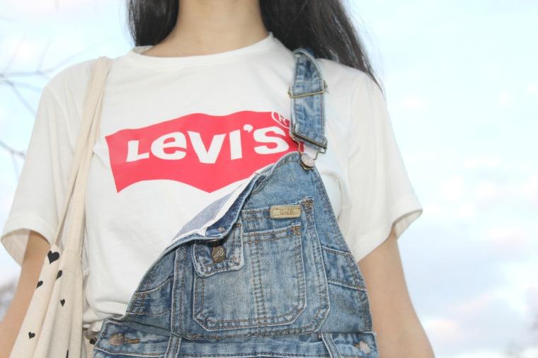t-shirt levis.jpg